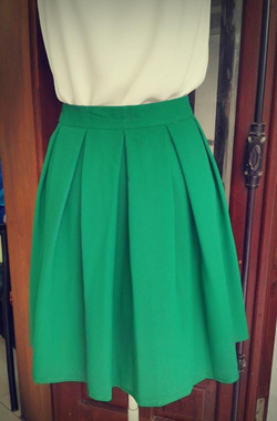 Ảnh số 3: Chân váy xanh lá cây 2 lớp 2 túi hông - Giá: 250.000