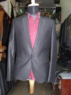 Ảnh số 79: vest đen cổ tròn - Giá: 2.500.000
