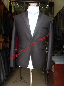 Ảnh số 86: vest đen bổ ve - Giá: 1.900.000