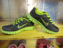 Ảnh số 66: giày thể thao - Giá: 280.000