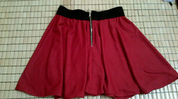 Ảnh số 21: chân váy đỏ - Giá: 125.000