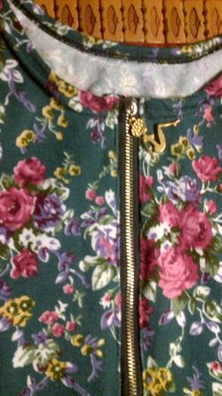 Ảnh số 18: váy ngắn nền xanh hoa nhí - Giá: 165.000