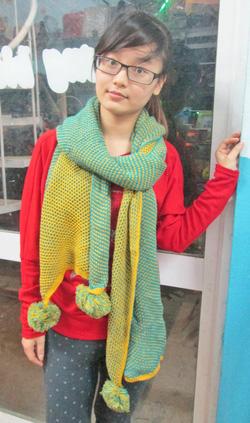Ảnh số 19: khăn len 2 màu - Giá: 180.000