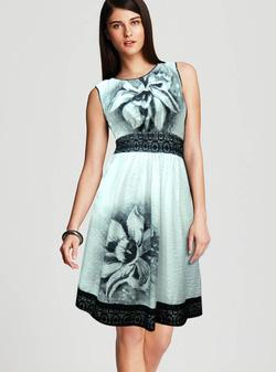 Ảnh số 5: Đầm vải lụa mềm - Giá: 330.000