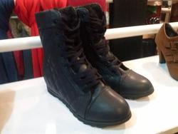 Ảnh số 81: boot cao cổ quả trám - Giá: 380.000