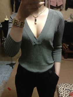 Ảnh số 20: áo len xịn tay lỡ mặc mùa thu hè có tag mac của nước ngoài, mác ghi là size XS nhưng sz S,M việt nam mặc mới vừa nhé, cổ khoét sâu sexy, mình đã đính - Giá: 170.000