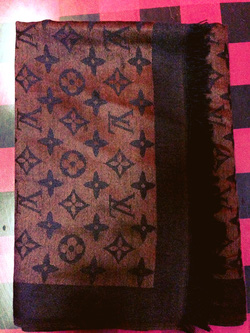 Ảnh số 9: khăn lv họa tiết lớn hơn chất ko đẹp bằng khăn trên - Giá: 120.000