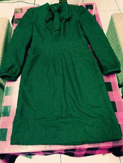 Ảnh số 18: váy cổ buộc nơ họa tiết răng cưa nhỏ nhìn kỹ mới thấy màu xanh lá đậm giá 190k - Giá: 190.000