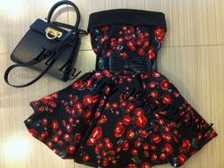 Ảnh số 43: váy hoa đỏ - Giá: 800.000