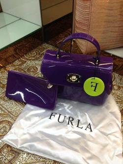 Ảnh số 86: Túi Furla. Nhựa mềm dẻo. Hàng hot 2013.lên dáng cực xinh.   Giá : 550k - Giá: 550.000