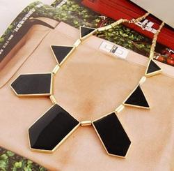 Ảnh số 88: Vòng cổ tam giác to - Giá: 50.000