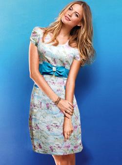 Ảnh số 2: Đầm vải hoa phối nơ eo - Giá: 310.000