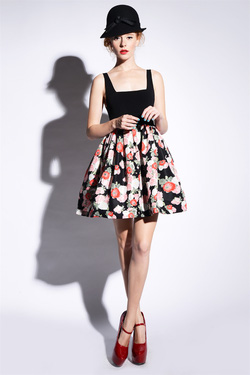 Ảnh số 5: Đầm cổ vuông chân váy họa tiết búp bê - Giá: 325.000