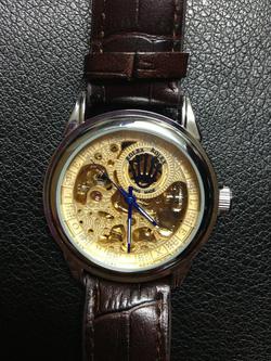 Ảnh số 12: đồng hồ cơ - Giá: 330.000