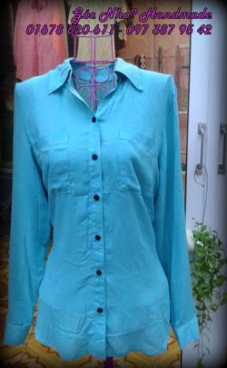 Ảnh số 9: Áo sơ mi màu xanh ngọc :X  Chất vải siêu mềm, mát, mịn, dáng suông, dài tay, có 2 túi ở ngực, thân sau bổ cầu vai  Giá 210k - Giá: 200.000
