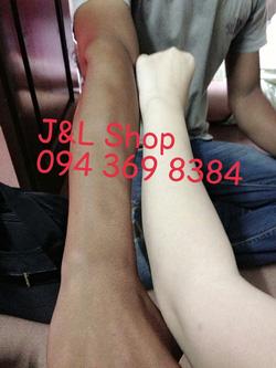 Ảnh số 69: Tay của shop chụp cùng tay của 1 anh khách hàng đến mua hàng hộ vợ, ko ngờ luôn @@ - Giá: 1.000