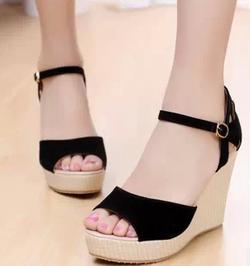 Ảnh số 66: sandal có sẵn size 34,35 - Giá: 330.000