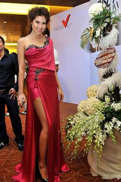 Ảnh số 55: Đầm lụa dạ hội Roy -9012 - Giá: 1.200.000