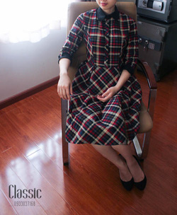 Ảnh số 53: Váy kẻ caro vintage - Giá: 650.000