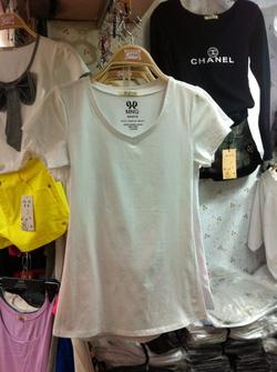Ảnh số 34: Phông cotton cổ tim trơn dáng bo tag MNG chất đẹp Trắng,Đen - Giá: 145.000