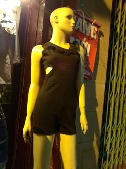 Ảnh số 2: Jumsuit đen khoét eo, mặc cực gợi cảm, size S dành cho các nàng dáng đẹp - 150k - Giá: 150.000