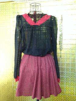 Ảnh số 29: Chân váy đỏ chấm bi trắng, cạp chun dáng xòe - 50k - Giá: 50.000