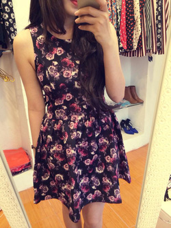 Ảnh số 12: Váy Zara hoak tiết hoa hồng tím: Dáng baby doll cực tiểu thư nhà, mặc yêu lắm, chất chun thô mặc mát lắm nha Sz: s m Màu: hoa hồng tím - Giá: 1.000