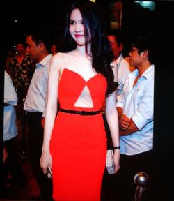 Ảnh số 7: Váy đỏ dây xích - Giá: 350.000