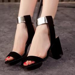 Ảnh số 95: Giày cao gót kim loại cổ chân - Giá: 270.000