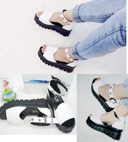 Ảnh số 90: Gi&agravey sandals b&aacutenh mì quai ngang đầu l&acircu - 260.000VND - Giá: 260.000