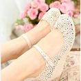 Giày hoa nhựa cực xinh