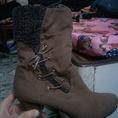 Cần bán 2 đôi boots còn mới