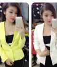 Áo khoác vest màu vàng tay dài cho bạn nữ