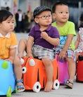 Vali kéo du lịch Trunki tiện dụng cho bé khi đi xa ship hàng tận nhà
