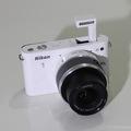 Bán máy microless Nikon J1 len kit 10x30mm màu trắng đẹp