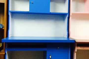 Bàn giá sách màu xanh 1m