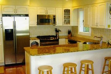 bàn bếp đá granite vàng