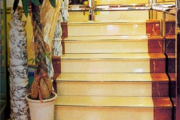 cầu thang đá kem ý