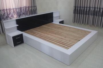 Giường hiện đại trắng đen