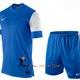 Áo bóng đá Nike Trophy Trainning dáng áo body chất vải thoáng mát.