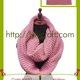 Khăn quàng cổ bằng len SP đan móc thủ công.