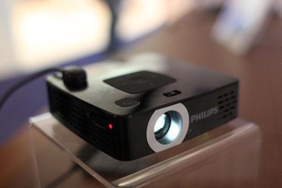 Máy chiếu mini Philips PicoPix 2480 giá rẻ,nhiều tiện ích bất ngờ, khám phá rạp hát, chiếu phim ở bất cứ nơi đâu Ảnh số 27004261