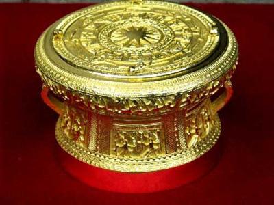 Trống đồng Đông Sơn chạm đồng vàng