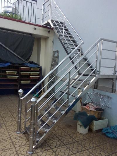 Cầu thang inox Hoàng Kim