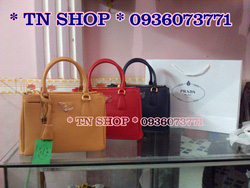 Ảnh số 64: Prada Saffiano 2012 , fake 1 , kèm card, túi vải, hộp giấy như hình.  Size 26 : giá 1tr2   Size 31 : giá 1tr3 - Giá: 1.300.000