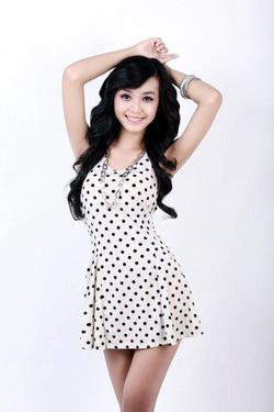 Ảnh số 70: Tóc dành cho Cô Dâu xinh xoăn nhẹ Hàn quốc - Hot girl Bảo Trâm - Giá: 750.000