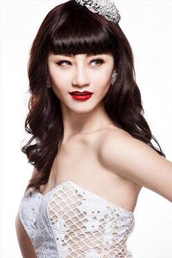 Ảnh số 18: Tóc dành cho Cô Dâu xinh tóc thẳng mái bằng - Giá: 700.000