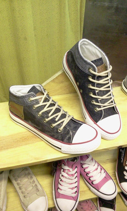 Ảnh số 87: Giày bata cao cổ bò - Giá: 230.000