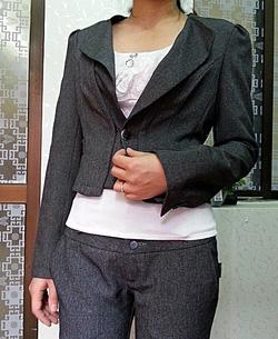 Ảnh số 11: Bộ vest nữ ghi - Giá: 900.000