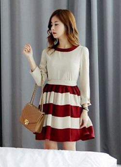 Ảnh số 90: Váy xòe kẻ ngang trắng đỏ 239k - Giá: 239.000